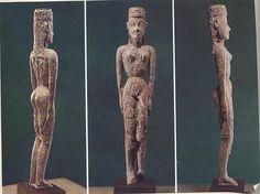 Dea nuda; periodo di formazione-VIII sec. a.C.; avorio; Atene, Museo Archeologico Nazionale. Dal cimitero di Dìpylon (nome derivato dalla doppia porta di Atene).