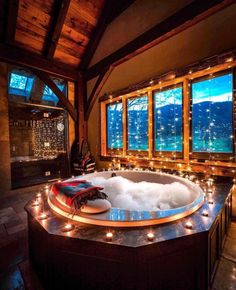 Master bathroom decorated with beautiful lights. luxus 25 Captivating Christmas Bathroom Decoration Ideas You Just Can't Miss Dream Bathrooms, Dream Rooms, Master Bathrooms, Mansion Bathrooms, Mansion Rooms, Romantic Bathrooms, Dream Mansion, Luxury Bathrooms, Contemporary Bathrooms