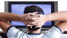 Sedentarismo: Muitas horas no sofá em frente à televisão pode prejudicar a fertilidade dos homens, afirma pesquisa de Harvard