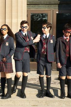 The series comes out in February!The Umbrella Academy: Watch the Wickedly Fun Trailer For Netflix's New Superhero Series Gerard Way, Man Movies, Movie Tv, Series Movies, Tv Series, Movies Showing, Movies And Tv Shows, Superhero Series, Under My Umbrella