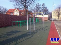 Fallschutzplatten - Schulhof einer Hauptschule. Flächengröße ca. 500qm, in den…
