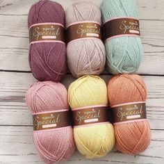 This gorgeous pack contains 6 x 100g balls and is perfect for a baby/ lap blanket depending on the pattern your using. Contains 1x grape, mushroom, duck egg, pale rose, buttermilk and vintage peach. Ball Weight :100gMetre: 295 metresNeedle size: 4mmBlend: 100% AcrylicTension: 22 stitches and 30 rows for 10x10 tension s