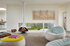 Promyšleným usazením oken vznikly klidové zóny jako například výhled z křesel v...