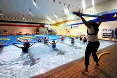 Using the water as a resistance factor, learn to perform low impact activities, improve the cardio-respiratory, muscular strength, endurance and flexibility. Wellness Fitness, Physical Fitness, Swimming Strokes, Muscular Strength, Water Aerobics, Physical Activities, Jogging, Cardio, Flexibility