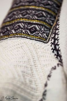 New embroidery, recreation of original blouses in museums around the world. Folk Embroidery, Learn Embroidery, Embroidery Patterns, Machine Embroidery, Antique Quilts, Embroidery Techniques, Textiles, Stitch, Sewing