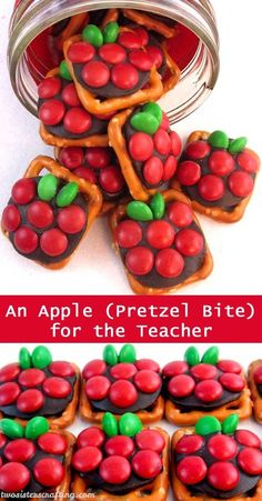 If you are looking for a very easy to make DIY Teacher Appreciation Gift or end of the year Teacher Gift try Apple Pretzel Bites – sweet, salty and delicious. For more fun gifts for Teachers … Teacher Treats, School Treats, School Gifts, Teacher Party, Student Gifts, School Snacks, Apreciação Do Professor, Sister Crafts, Diy Cadeau