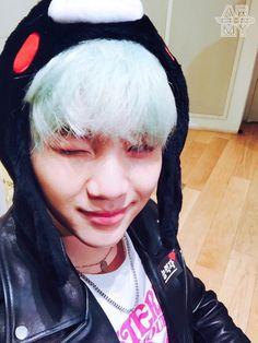 Suga, give me your hat. I love Kumamon more than you, lol! Bts Suga, Min Yoongi Bts, Bts Bangtan Boy, Namjoon, Mixtape, Bts Memes, Rapper, Army Room, Agust