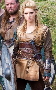Katheryn Winnick as Lagertha in her shieldmaiden outfit (Vikings, - Shield Maiden, long shirt/short dress, pants, belts/corset Costume Viking, Viking Dress, Vikings Costume Diy, Viking Cosplay, Vikings Season, Norse Vikings, Vikings Lagertha, Lagertha Lothbrok, Ragnar