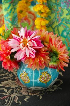 .blues and pinks go well together...the bowl-like vase is great! Love the orange golds also.