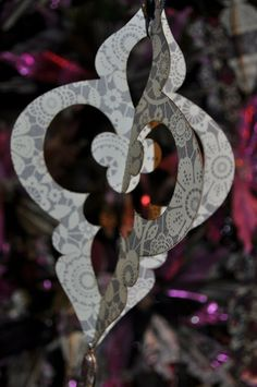 Tutorial with template, good for using the bits of Christmas paper. DCWV Diary: Ornate Ornament Tutorial