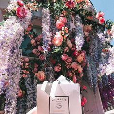Finding floral inspiration throughout London 🌸🌺💐 how beautiful is the store front of ? How Beautiful, Beautiful World, Candlemaking, Luxury Living, Flower Wall, Fragrance, Christmas Tree, Candles, London