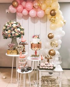 Engagement party: all the details to organize the dream event - Casamento - Aniversario Party Table Decorations, Balloon Decorations, Birthday Decorations, 22nd Birthday, Birthday Parties, Balloon Garland, Balloons, Deco Buffet, Flamingo Birthday