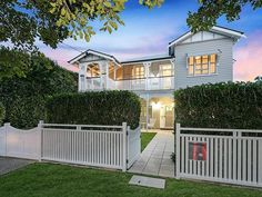 Nice Houses, Dream Houses, Queenslander House, Side Gates, Front Yard Fence, House Exteriors, Reno Ideas, Beach Cottages, Architectural Digest