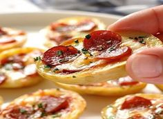 Looking for Fast & Easy Appetizer Recipes, Pork Recipes! Recipechart has over free recipes for you to browse. Find more recipes like Mini Pizza Potato Skins. Potato Skins, Potatoe Skins Recipe, Tapas, Recipetin Eats, Appetisers, Appetizer Recipes, Appetizer Party, Easy Appetizers For Party, Healthy Appetizers