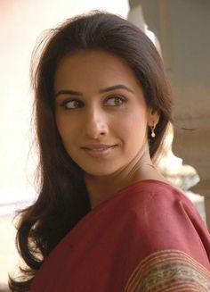 Vidya in a brick red sari.