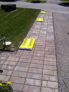 Widening a driveway with pre-cast patio stones - Alles über den Driveway Edging, Stone Driveway, Paver Walkway, Driveway Landscaping, Brick Pavers, Driveway Ideas, Driveway Apron, Landscaping Rocks, Small Patio