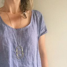 New Simple Sewing 101 post on the blog today talking about this gem of a top. Anyone that can sew a straight line could make this this. Great cut and lovely drape. #simplesewing101 #handmadewardrobe #louboxtop