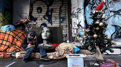 Объявлена помощь бездомным http://feedproxy.google.com/~r/russianathens/~3/fMlWHiUct84/24510-ob-yavlena-pomoshch-bezdomnym.html  В связи с ухудшением погоды были объявлены меры по оказанию чрезвычайной помощи бездомным и другим уязвимым группам населения города Афины.Эти меры будут применяться до тех пор, пока это потребуют погодные условия.