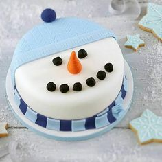 muffins, cupcakes and cookies could not be an easier process without our massive collection of Christmas cake decoration Ideas Christmas Cake Designs, Christmas Cake Decorations, Christmas Cupcakes, Holiday Cakes, Christmas Desserts, Christmas Treats, Xmas Cakes, Christmas 2014, Christmas Snowman