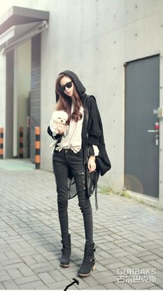 Black Grunge Jeans - Bring some rock and roll touch to your look by donning this pair of cool denims. www.kawaiikawaii.my #black_skinny_jeans #womens_black_jeans #womens_grunge_jeans #grunge_jeans #womens_fashion