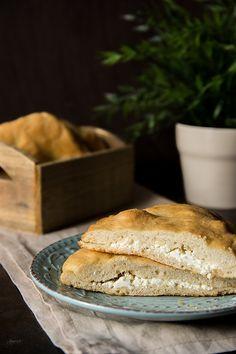 Το ωραιότερο τυρόψωμο! | φαγητά | με γλουτένη | συνταγές | δημιουργίες| διατροφή| Blog | mamangelic Paleo Recipes, Bread, Snacks, Breakfast, Food, Bread Baking, Morning Coffee, Appetizers, Brot