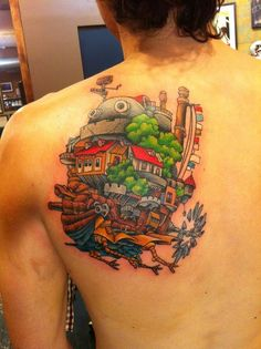 Esta magnífica representación del castillo vagabundo de Howl. | 27 Tatuajes de Studio Ghibli que traerán de vuelta a tu niño interior