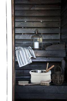in a sauna Hygge, Outdoor Sauna, Sauna Design, Finnish Sauna, Sauna Room, Tadelakt, Saunas, Scandinavian Home, Interior Design Inspiration