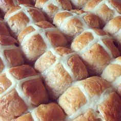 Hot cross buns :) Hot Cross Buns, Treats, Baking, Food, Sweet Like Candy, Goodies, Bakken, Essen, Meals