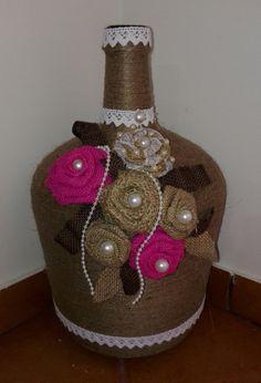 Wrapped Wine Bottles, Wine Bottle Vases, Wedding Wine Bottles, Glass Bottle Crafts, Diy Bottle, Bottles And Jars, Bottle Art, Jute Crafts, Diy And Crafts