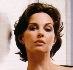 Short Ashley Judd Hairstyle