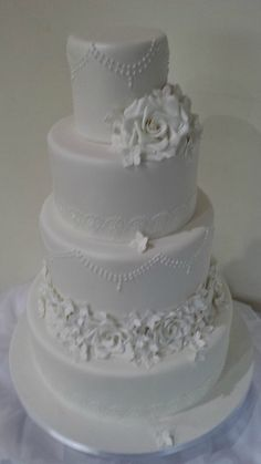 wedding cakes with roses and diamonte - AOL Image Search Results