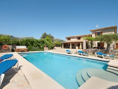 Ca l'Apostol, Mallorca style villa with a swimming pool - Pollença Pool Bathroom, Outdoor Pool, Outdoor Decor, Beautiful Villas, Balearic Islands, Heating And Air Conditioning, Private Pool, Jacuzzi, Location