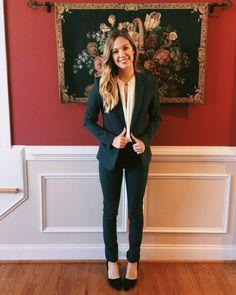 Grey Fitted Women's Suit - Business Professional Attire. #workwear #whitecoatwardrobe #sssyrah