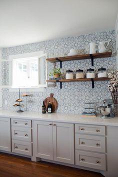 New Kitchen Tile Ideas Backsplash Fixer Upper Ideas Kitchen Tiles, Kitchen Colors, New Kitchen, Kitchen Cabinets, Gray Cabinets, Spanish Kitchen, Kitchen Wall Shelves, Fixer Upper Kitchen, Open Cabinets