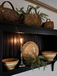 primitive homes decor Primitive Homes, Country Primitive, Primitive Living Room, Living Room Decor Country, Primitive Furniture, Country Farmhouse Decor, Country Homes, Primitive Antiques, Primitive Kitchen Decor
