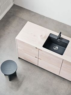 Reform's IKEA kitchen by Lendager Group. A minimalistic design in solid wood with respect for the materials and our environment. It's an IKEA hack. Kitchen Cabinets Fronts, Cabinet Fronts, Ikea Cabinets, Cabinet Hardware, Minimalist Interior, Minimalist Bedroom, Minimalist Decor, Minimalist Living, Minimalist Style