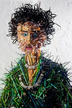 Pencil sculpture by Federico Uribe, an idea for using all the tiny pencils left in school after art class Sculptures Céramiques, Art Sculpture, Art Bizarre, Art Texture, Trash Art, Found Object Art, Unusual Art, Unique Art, Photocollage