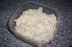 """""""Pórková pomazánka od Renči"""" - fantastická!!!SUROVINY1 celý pórek, 20dkg měkkého salámu, 4 vejce vařená natvrdo, 1 malá majolka, sůl, pepřPOSTUP PŘÍPRAVYVšechny suroviny pokrájíme na drobné kostičky nebo posekáme nadrobno a přidáme majolku. Důkladně promícháme a dochutíme pepřem a solí.Je to jednoduchá a taaak dobroučkápomazánka vhodná na chleba i na chlebíčky. Vyzkoušejte!DOBROU CHUŤ!!! Guacamole, Mousse, Potato Salad, Salsa, Dips, Grains, Gluten, Potatoes, Ethnic Recipes"""