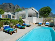 Gryphon House in Camps Bay Cape Town, luxury holiday home for 6 persons.