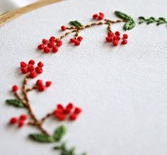 Petits fruits rouges. Broderie