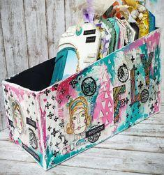 Un portatag personalizzato – Associazione Scrappers Italia Washi Tape, Mixed Media Art, Diaper Bag, Bags, Italia, Handbags, Diaper Bags, Mixed Media, Mothers Bag