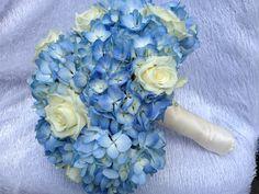 #Blue Hydrangeas and creme roses #wedding bouquet. teresaferrando.com