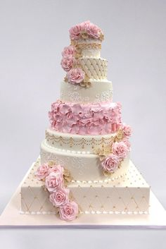 5 Amazing Wedding Cake Designers We Totally Love ❤ See more: http://www.weddingforward.com/wedding-cake-designers/ #wedding #cakes #designers