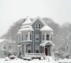 Victorian House Design Ideas the Cool and Elegant - Victorian Architecture, Architecture Design, Beautiful Buildings, Beautiful Homes, Victorian Style Homes, Victorian Decor, The Sims, Historic Homes, Old Houses