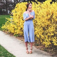 Crushing on the style of @ginacangemi wearing our Georgia jumper by Everly! We're almost sold out of the chambray, but we'll be getting some fun new colors (and prints!) of this same style later this month!