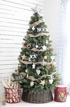 Simple yet classic Rustic Christmas Tree. http://livelaughrowe.com