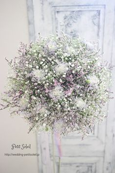 The prettiest white and lilac floral wedding decor for your special day Wedding Flower Arrangements, Wedding Centerpieces, Floral Arrangements, Wedding Decorations, Wedding Table, Lilac Wedding, Floral Wedding, Bride Bouquets, Floral Bouquets