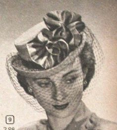 Suiter hatslooked like Victorian riding hats or men's top hats with distinctive curled side brims and tall crown with flat top. They sat perched on top of the head and slightly forward onto the forehead. Aribbonband, large bows, tall feather(s) and veils added more drama.
