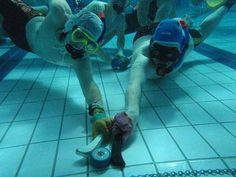 TIL of the sport Underwater Hockey. It's played with the athletes wearing snorkels and a lead weight as the puck. Pickup Basketball, Hockey Sport, Ice Hockey, All About Water, Hockey Rules, Scuba Diving Equipment, Pool Games, Scuba Gear, Basketball Leagues