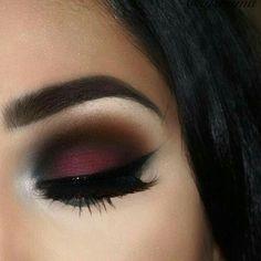 Winged eyeliner eye makeup ideas, dramatic color eye shadow